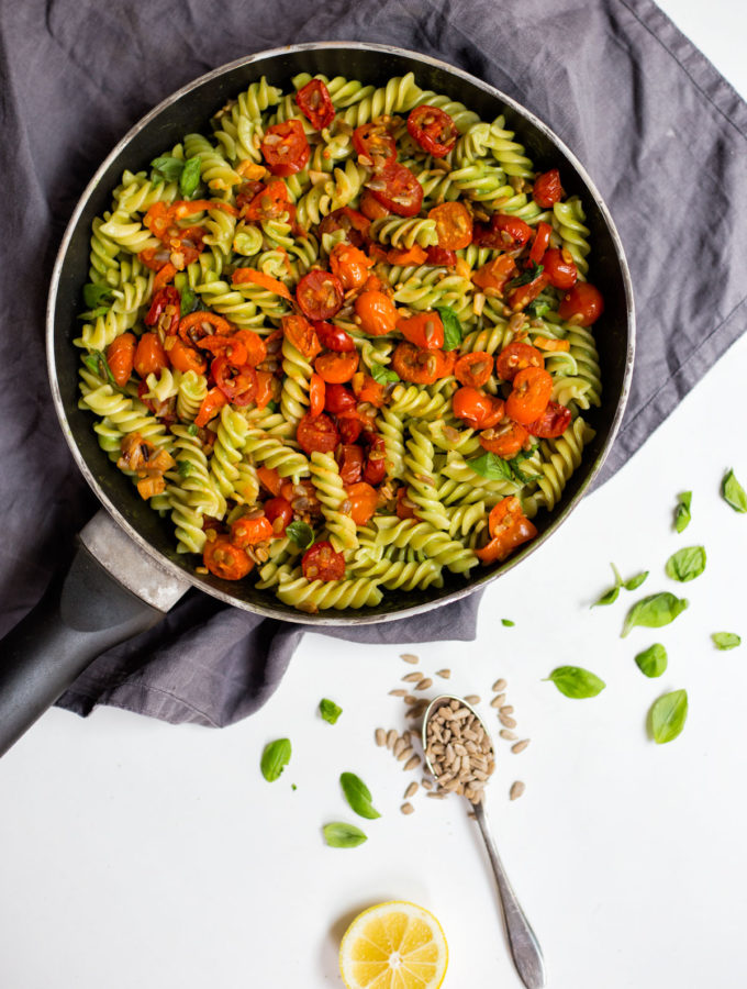 Krémové těstoviny s bazalkou a pečenými rajčaty