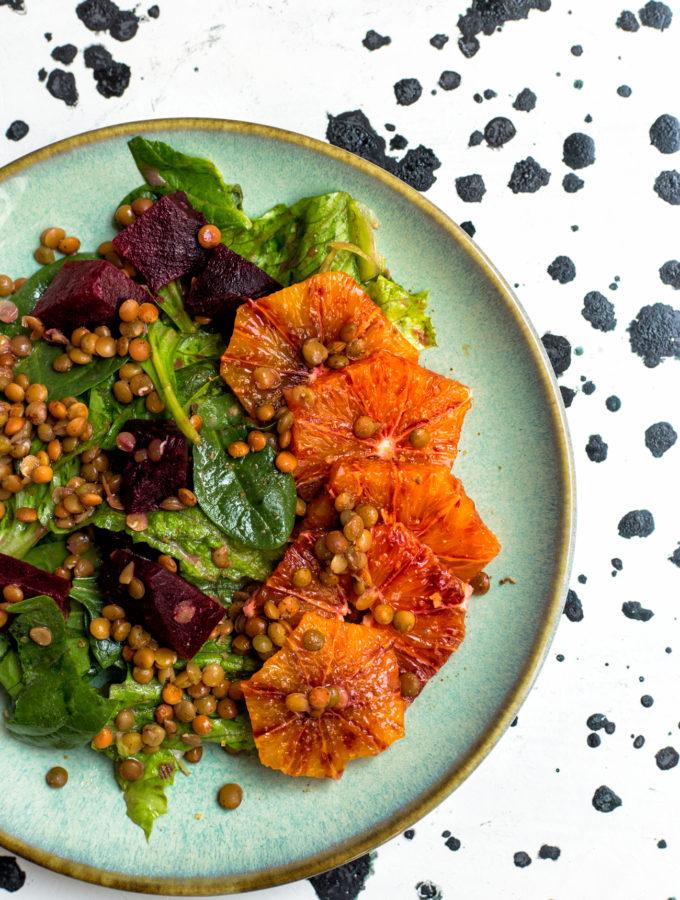 Čočkový salát s červenou řepou a pomeranči