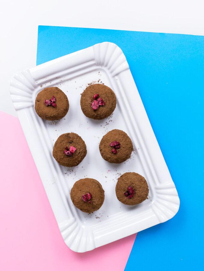 Sladké knedlíky s čokoládou a malinami